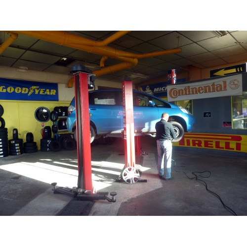 Automobile for Garage pose pneu